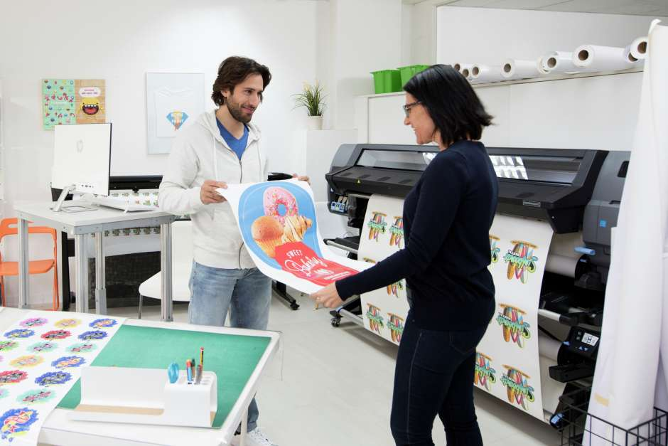 HP launches its first print and cut solution
